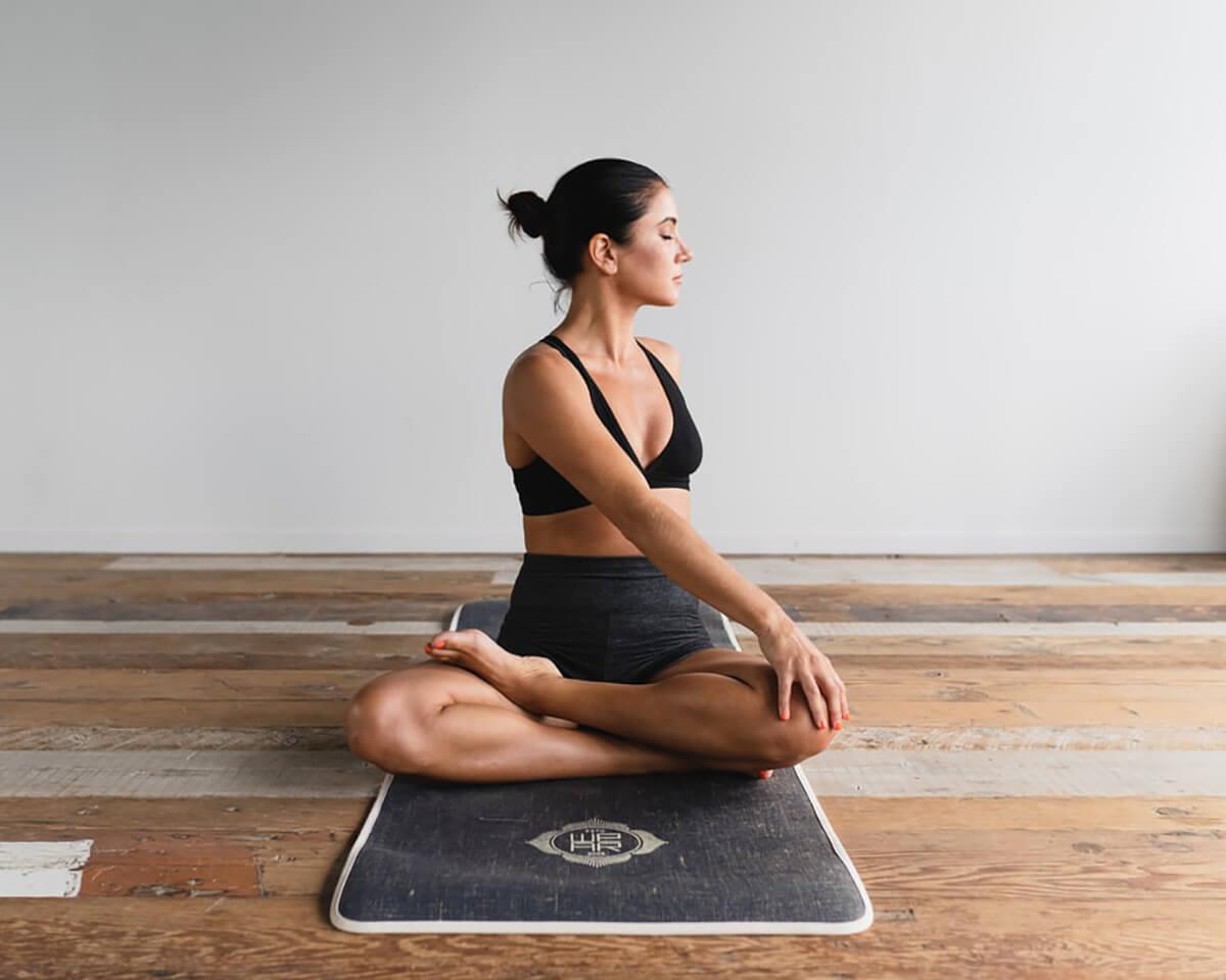 cách chọn thảm tập yoga loại nào tốt nhất hiện nay