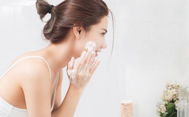 Sữa rửa mặt giúp làm sạch da và nuôi dưỡng làn da trắng hồng